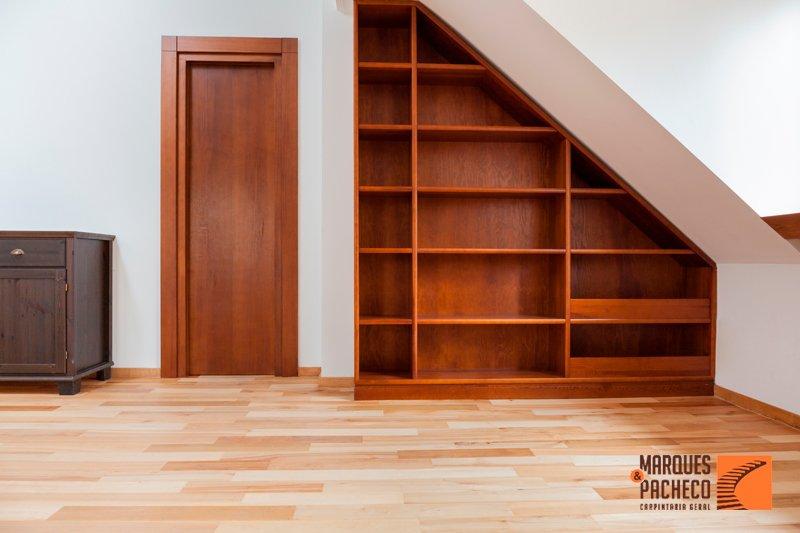 Tenha mobiliário em madeira diferente!