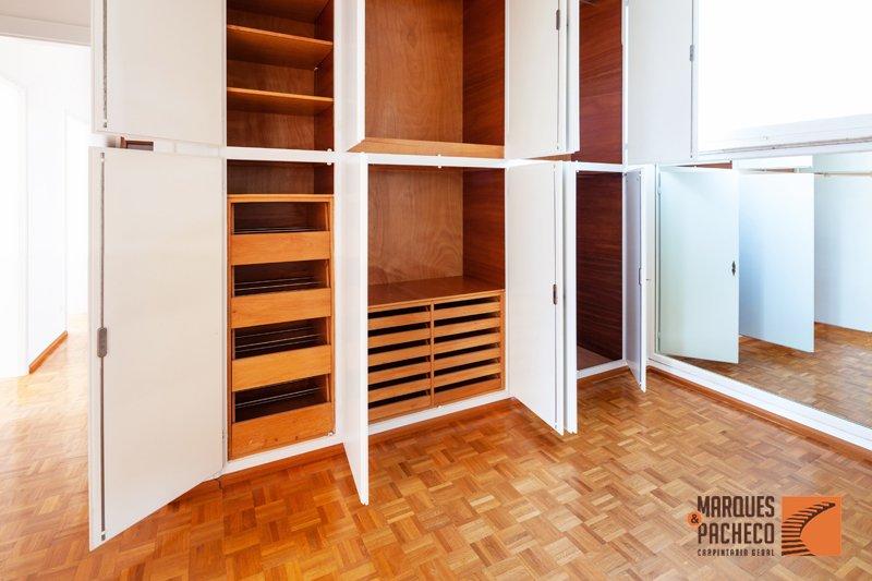Soluções para os seus Closets em Madeira