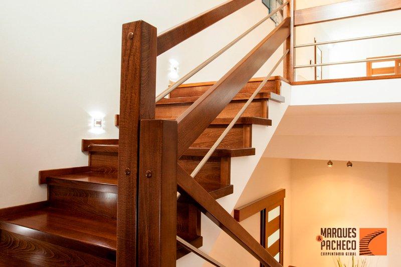 Sabia que fabricamos escadas de madeira há mais de 30 anos?