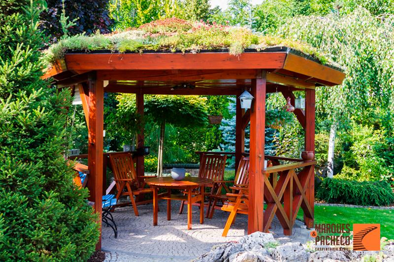 5 vantagens de ter pérgolas em madeira no seu jardim